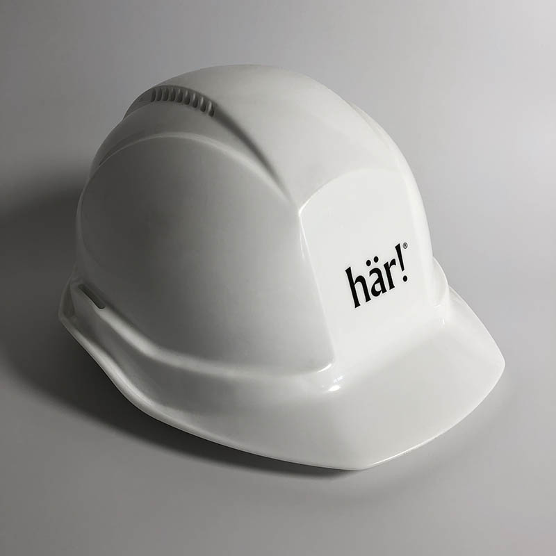 A photo of a Här! hardhat.